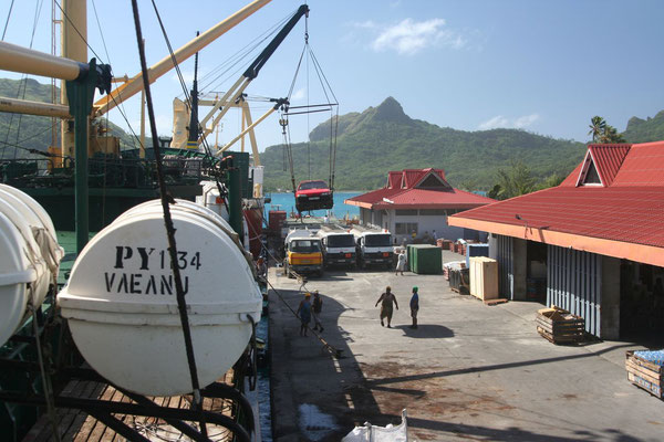 Loading - Vaitape - Bora Bora