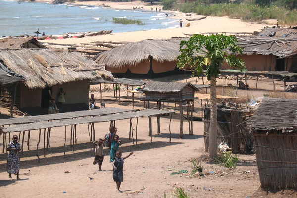 Roadside village at Lake Malawi - South of Karonga