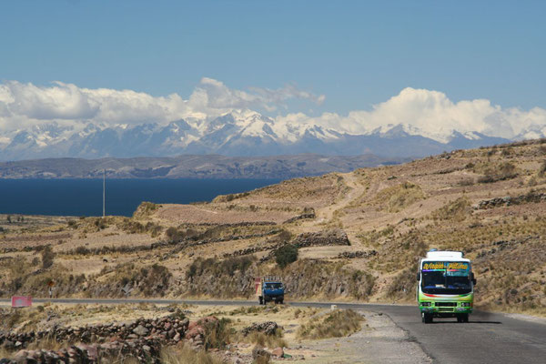 Heading for the Bolivian border - Titicaca Lake