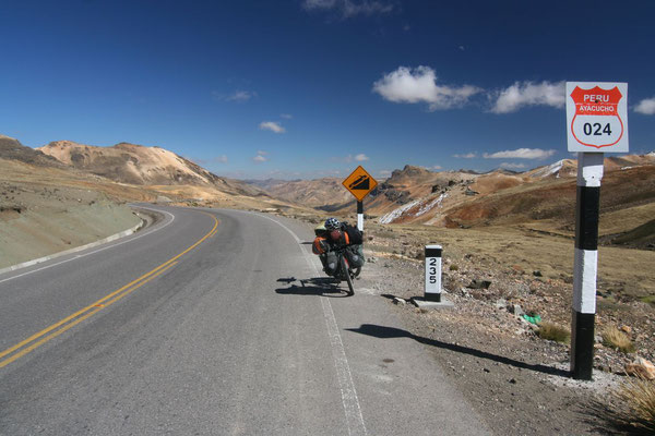 Cycling Ruta 24 to Pisco - Huancavelica Province