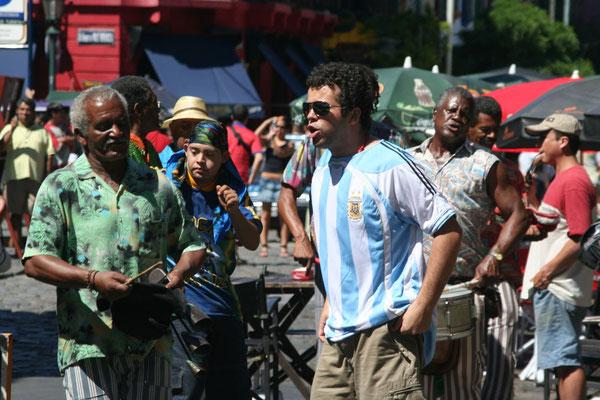 Street performer in La Boca - Buenos Aires
