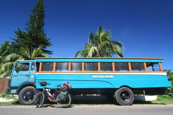 Polynesian bus - Mo´orea