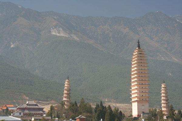 Three San Ta Si Pagodas - Dali
