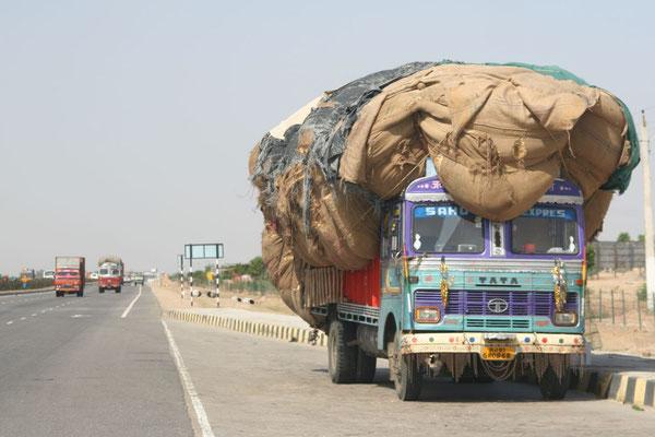 Pushkar-Jaipur Road - Rajasthan
