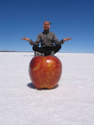 Me on an apple - Salar de Uyuni