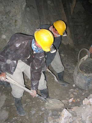 Gerrit and me giving it a try - Cerro Rico Mines - Potosi