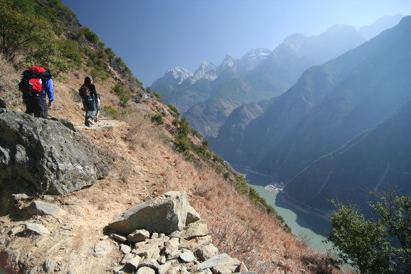 Hiking Tiger Leaping Gorge - Eastern Himalaya