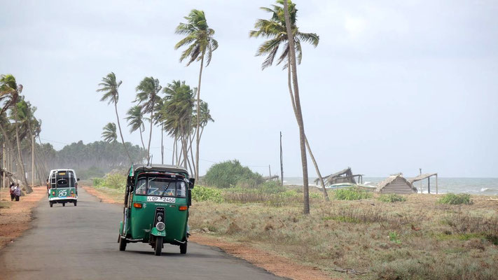 Coastal road south of Chilaw - Sri Lanka West Coast