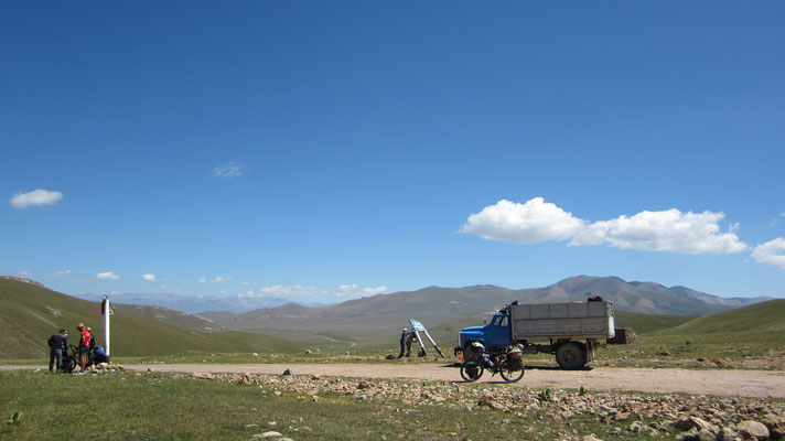 Reaching the pass at 3,346 m - Song-Kul Lake - Kyrgyzstan