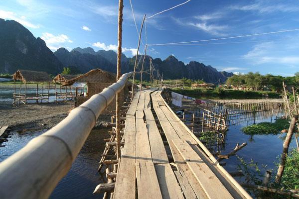 Footbridge - Vang Vieng