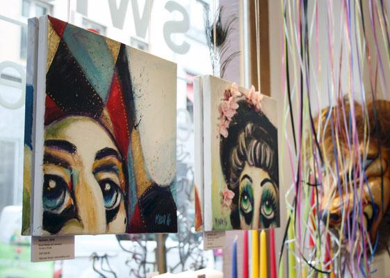 Pierrot und die alti Dame im Schaufenster vom Swiss Candles Shop.