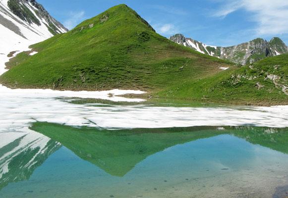 """""""Neige en glace et reflets sur le lac d'Amour"""" - Mme Jacqueline BUFFET"""