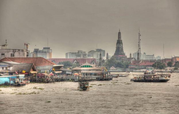 CHAO PHRAYA (Bangkok, Thailand, January 2012)