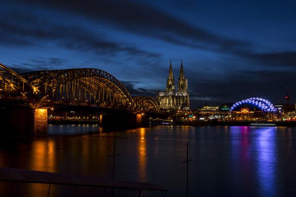 Hohenzollern Brücke, Dom und Musical Dome am Rhein in Köln