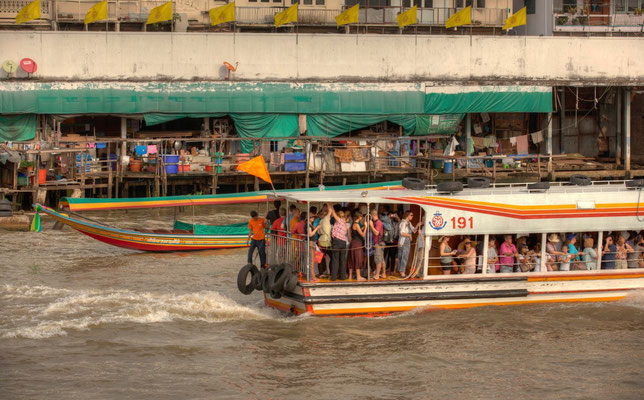 CHAO PHRAYA TRAFFIC (Bangkok, Thailand, January 2012)