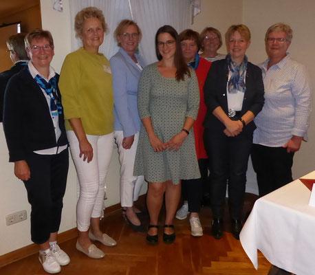 Der neue Vorstand v.l.: Hilde Wohlenberg, Eike Brandt, Petzra Poethke vom LV, Lena Haase, Siegrid Jungkuhn, Telse Reimers, Birgit Post, Frauke Kühl