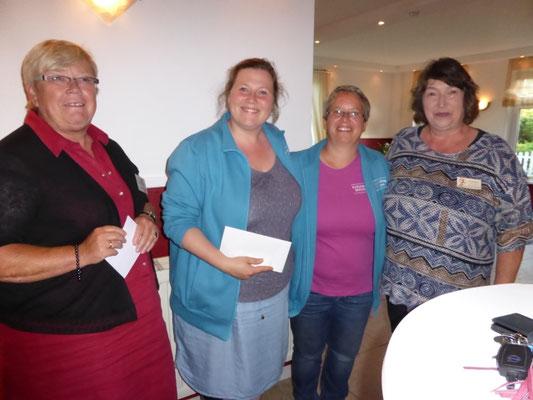 """Spenden an den Kreisjugendring und den Verein """"Frauen helfen Frauen"""""""