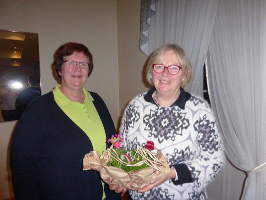Ein Dankeschön an die Kassenprüferin Christa Hinrichs