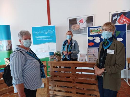 Frauke Kühl mit Petra Poethke und Maren Sievering vom Landesverband. Es ging um das Thema Lebensmittelverschwendung, bzw. Resteverwetung