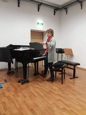Chorprobe mit Chorleiterin Frau Klaudia Kobos