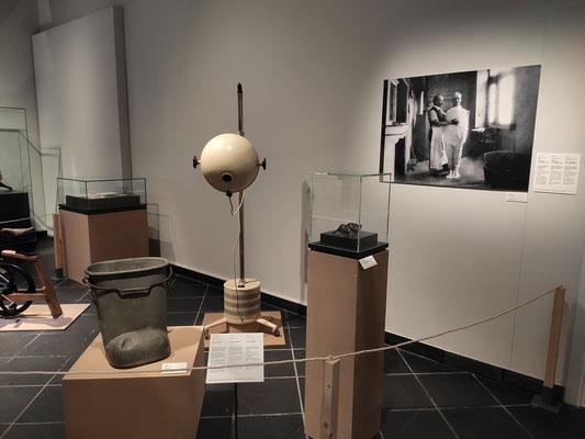 """Ausstellung """"Lebe besser! Auf der Suche nach dem idealen Leben"""" im Bernischen Historischen Museum - Foto: Stefan Rindlisbacher"""