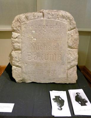 Gedenkstein: Ehemals an der Bakuninhütte angebracht.