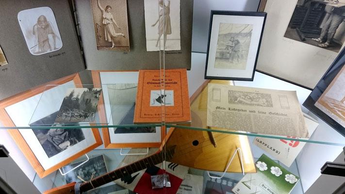 Zeitdokumente, Ausstellung im AdJb