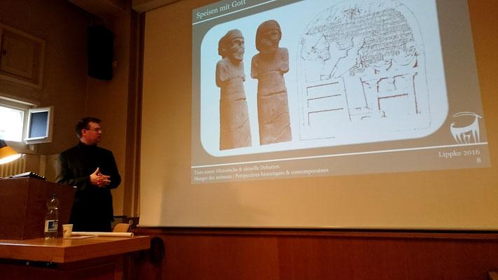 """Florian Lippke zum Thema """"Homo edens. Theologie und Ideologie des Tierkonsums in der Antike"""""""
