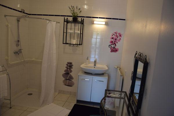 Salle d'eau plain pied: Chambre hôtel Nançon, Vendel