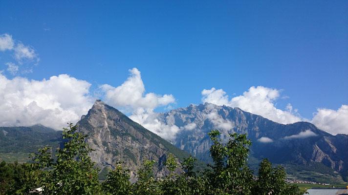 Nach  ein paar Kilometern schenkte uns der Himmel sein strahlendstes blau