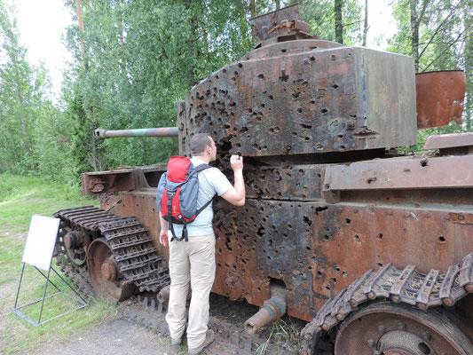 Bei Panzern ist der Marco ganz schön neugierig
