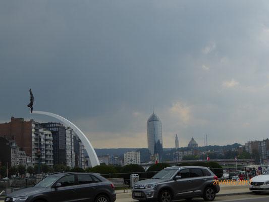Wir fuhren durch Lüttich und waren überrascht wie groß die Stadt war