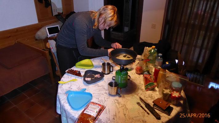 Ich bereitete die Datteln zum Nachtisch vor