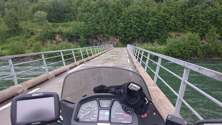 Sogar ein Brücken gibt es hier...