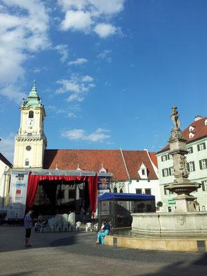 Der Marktplatz, abends spielte hier ein Orchester