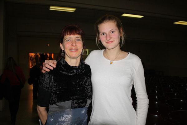 Cosima Dannoritzer y su sobrina y acompañante musical Yoyo