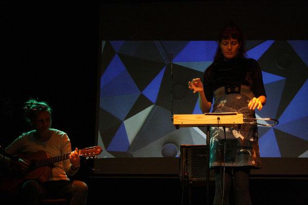 Guitarra: Yoyo Thomé, Theremin: Cosima Dannoritzer