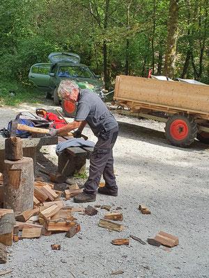 Holzen beim Kiosk