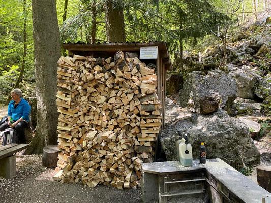 Endresultat, übervoller Holzunterstand. Superarbeit