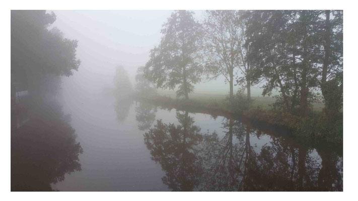 Photografie, Fotografie, Photo, Foto, Druck, Print, Hahnemühle, PhotoRag, Flusslandschaft, Worpswede, Künstlerdorf, Landschaft, Nebel, Spiegelung, Bäume, Natur, Sabine Odenthal, Wasserspiegelung