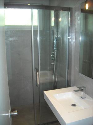 Renovation salle de bains beton cire bordeaux plafonds tendus chapes fluides - Plafond tendu salle de bain ...