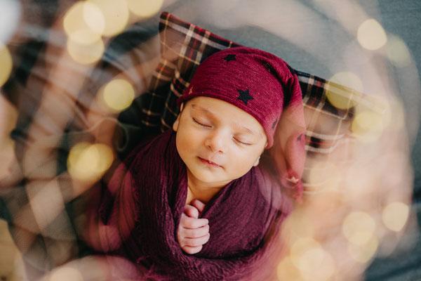 Homestory mit Baby Berlin, Familienfotograf in Berlin, Babyfotograf in Berlin, Neugeborenen Fotograf in Berlin, Babyfotosession Berlin, Babyfotoshooting Berlin, Babyfotoshooting zuhause Berlin, Lifestyle newborn photosession Berlin, documentary Photograph