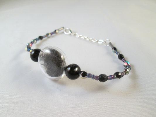 Armband mit Perlen und Hundehaaren