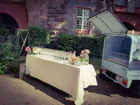 Sektempfang im Erbacher Schlosshof