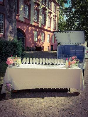 Secco zur Hochzeit im Schlosshof