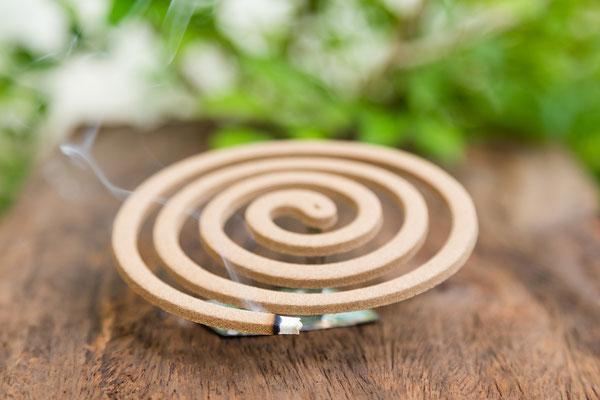 Räucherspiralen halten Moskitos im Freien  effektiv fern.