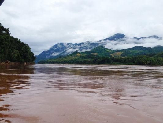 Aussicht auf den mächtigen Mekong Fluss.