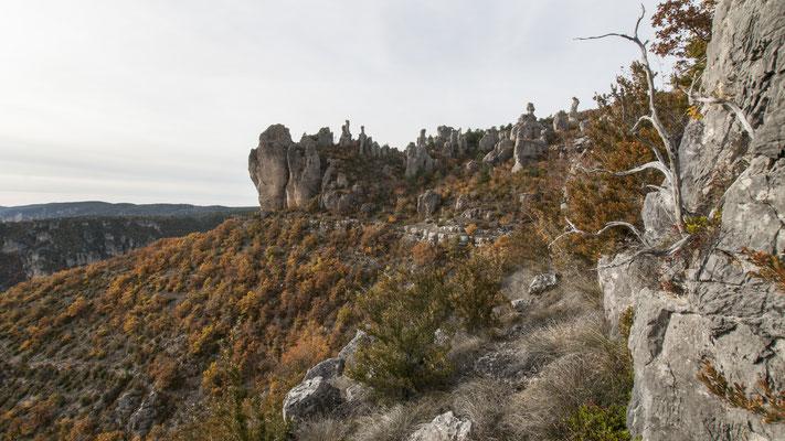 corniche-du-rajol-la-roque-sainte-marguerite-randonnee-pedestre-à-proximite-du-gite-de-charme-le-colombier-saint-veran-aveyron-credit-photo-mcg