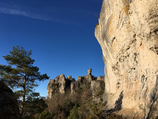 site-de-roquesaltes-causse-noir-à-proximite-du-gite-d'-exception-en-aveyron-le-colombier-saint-veran-credit-photo-mcg