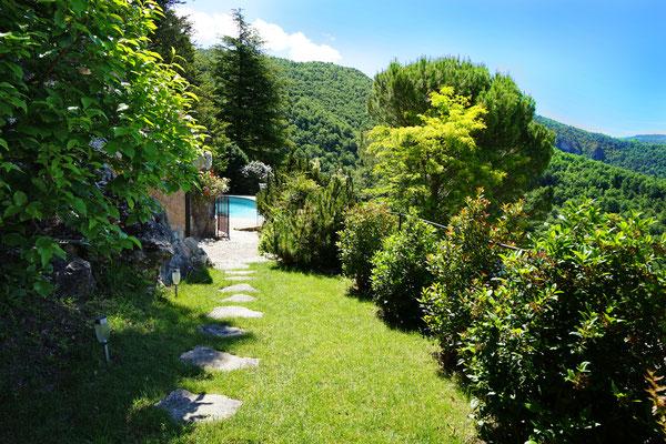 vert-paradis-sous-la-roche-charme-et-exception-en-aveyron-le-colombier-saint-veran-credit-photo-mcg
